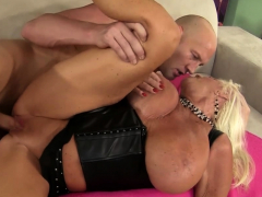 Big Tits GILF Mandi McGraw..