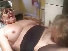 Amateur older. Licking pussy..