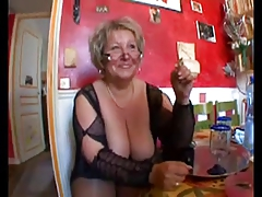 Hot shaved chubby granny in..