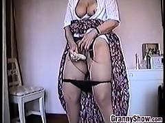 Granny Masturbates Apropos..