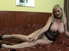 Busty MILF effectuation with..